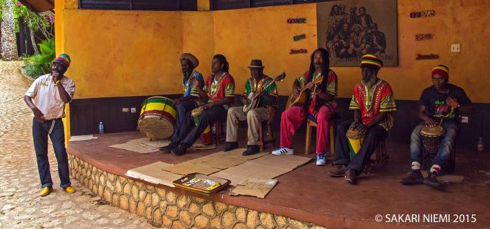 JM_150303 Jamaika_0157 Reggaeyhtye Bob Marleyn synnyintalolla