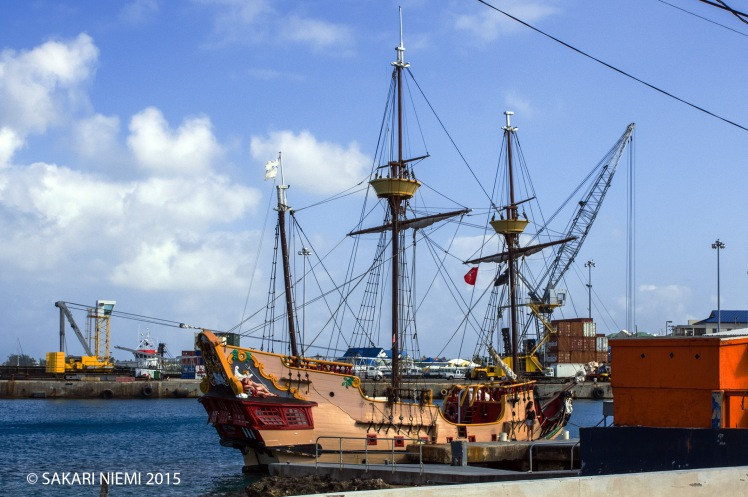 KY_150302 Caymansaaret_0050 Merirosvolaiva George Townin satamas
