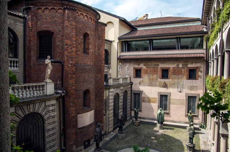 IT_150429 Italia_00516 Milanon Ambrosianan museon sisäpiha