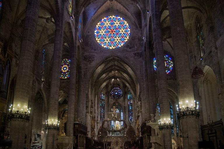 ES_171130 Espanja_0163 Palma de Mallorcan katedraalin päälaiva