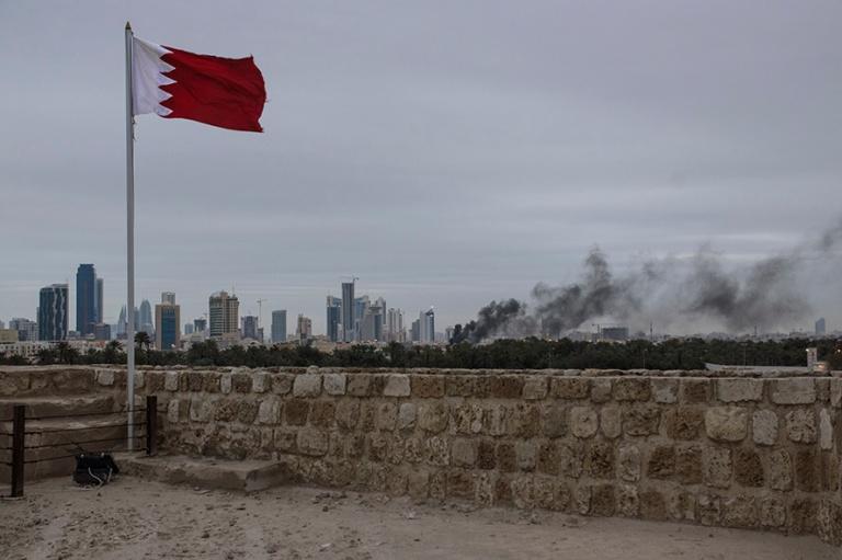 BH_170214 Bahrain_0295 Kansannousun vuosipäivän savua kaupungi