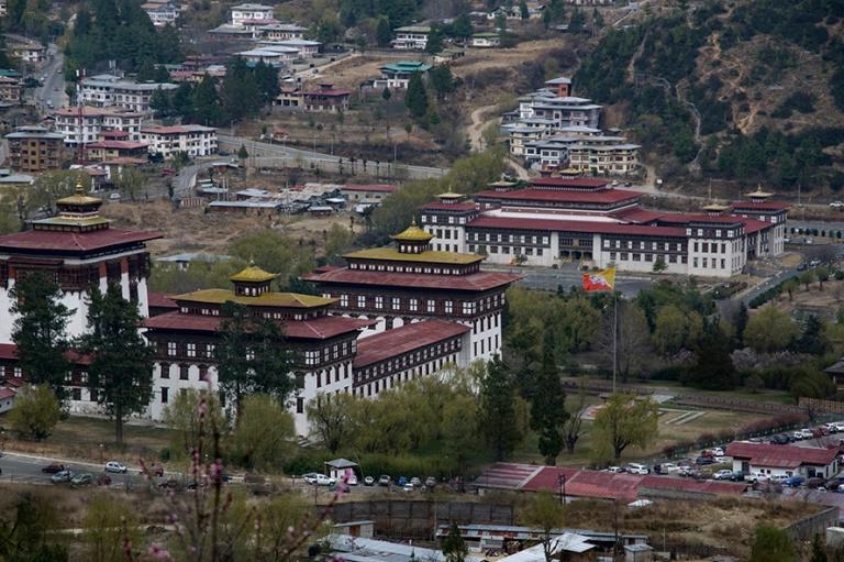 BT_180316 Bhutan_0306 Thimphun näkymää Dzongille ja parlament
