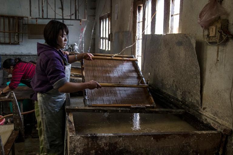 BT_180317 Bhutan_0102 Thimphun Jungshi Handmade Paper Factory
