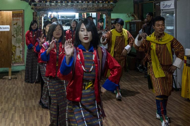 BT_180318 Bhutan_0272 Folklore-esitys Parossa