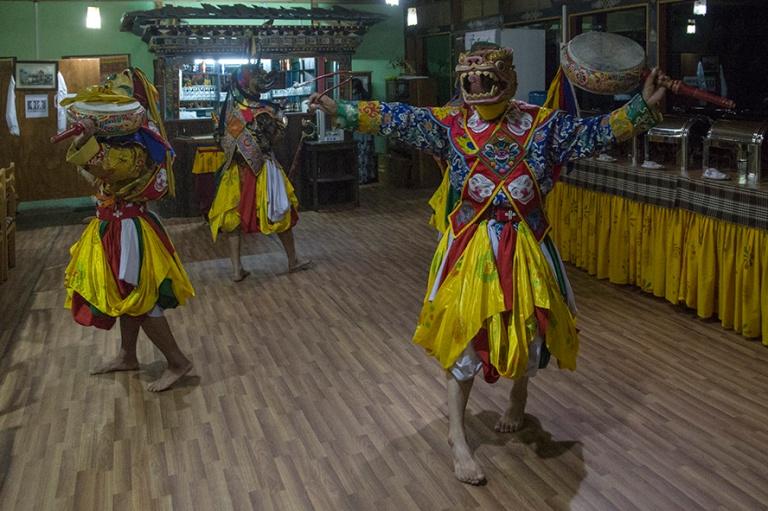 BT_180318 Bhutan_0308 Folklore-esitys Parossa