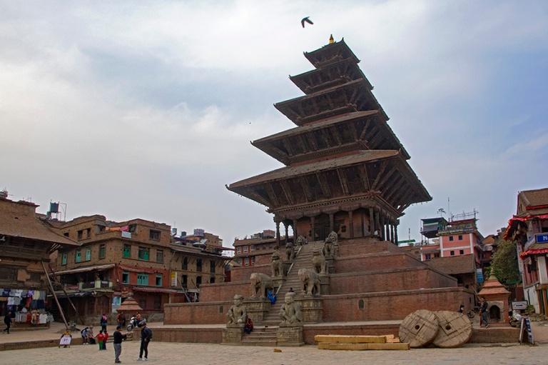 NP_180315 Nepal_0694 Bhaktapurin NyatapolaTemple Taumadhi Tolell