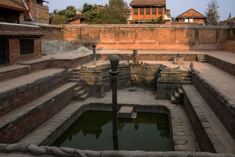 NP_180315 Nepal_0775 Bhaktapurin Royal Bath (Naga Pokhari) Durba