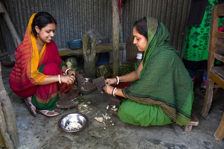 BD_180320 Bangladesh_0205 Naiset hindukylässä Tangailissa