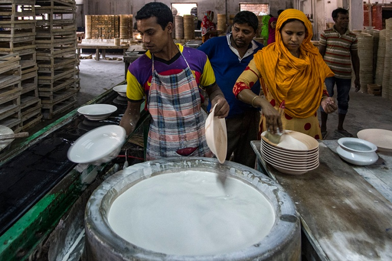 BD_180321 Bangladesh_0733 Tajman keramiikkatehdas Bograssa