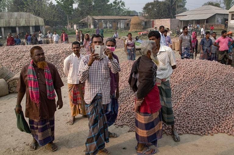 BD_180322 Bangladesh_0026 Perunamarkkinat Bogran länsipuolella