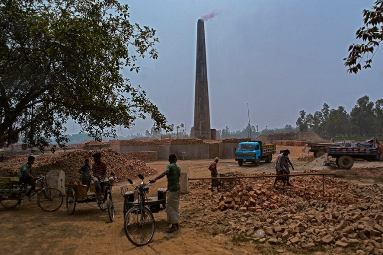 BD_180322 Bangladesh_0467 Tiilitehdas Bogran länsipuolella
