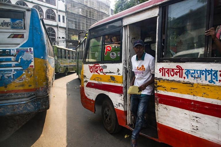 BD_180323 Bangladesh_0416 Dhakan bussikantaa