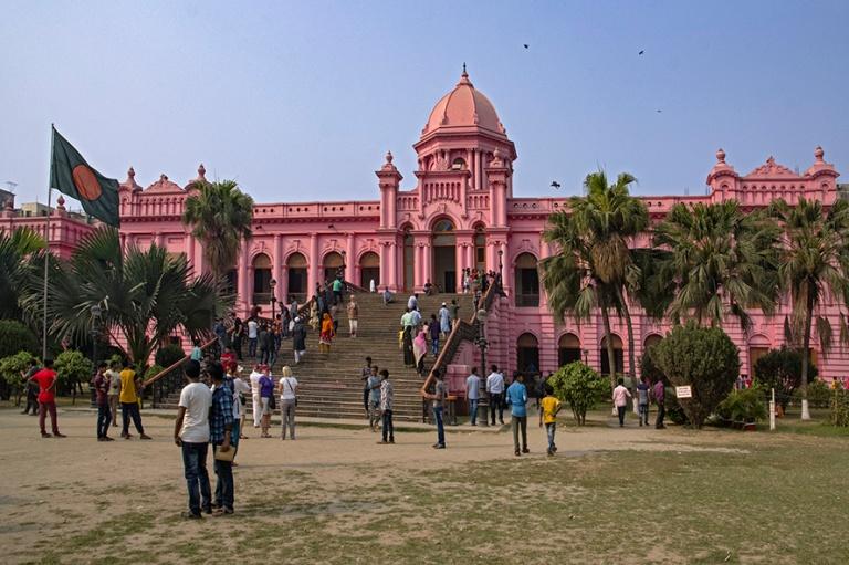 BD_180323 Bangladesh_0475 Dhakan Vaaleampunainen palatsi Ahsan M