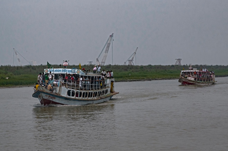 BD_180324 Bangladesh_0487 Padman jokiliikennettä Dhakan piiriss