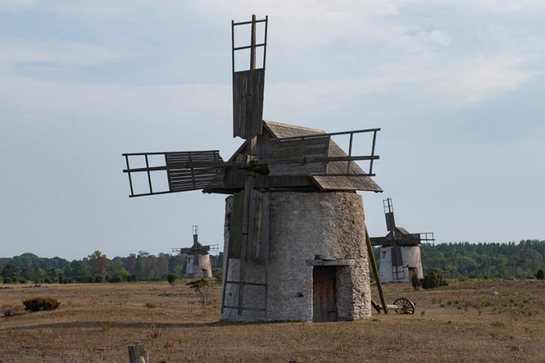 SE_180802 Ruotsi_0317 Vamlingbon tuulimyllyjä Etelä-Gotlanniss