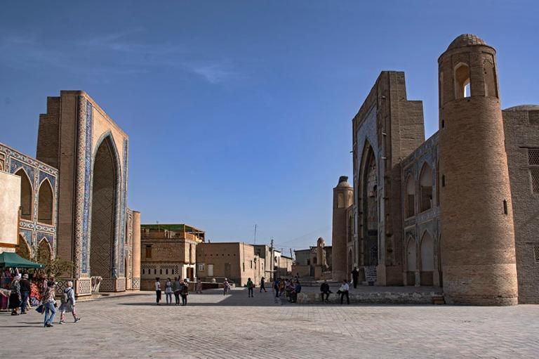 UZ_181026 Uzbekistan_0321 Buharan Ulugbekin ja Abdulazizkhanin m