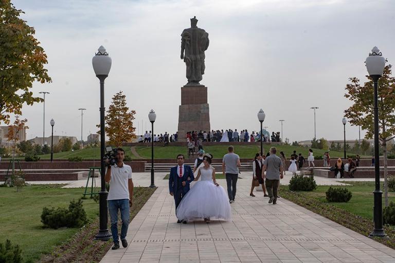 UZ_181027 Uzbekistan_0262 Hääpari Shakhrisabzin Ak-Saray Palac