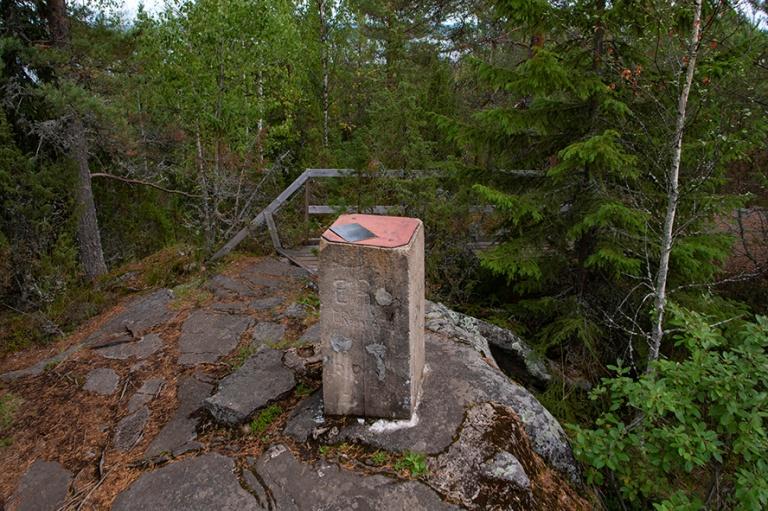 FI_180825 Suomi_0136 Struven ketjun Oravivuoren mittauspiste Jyv