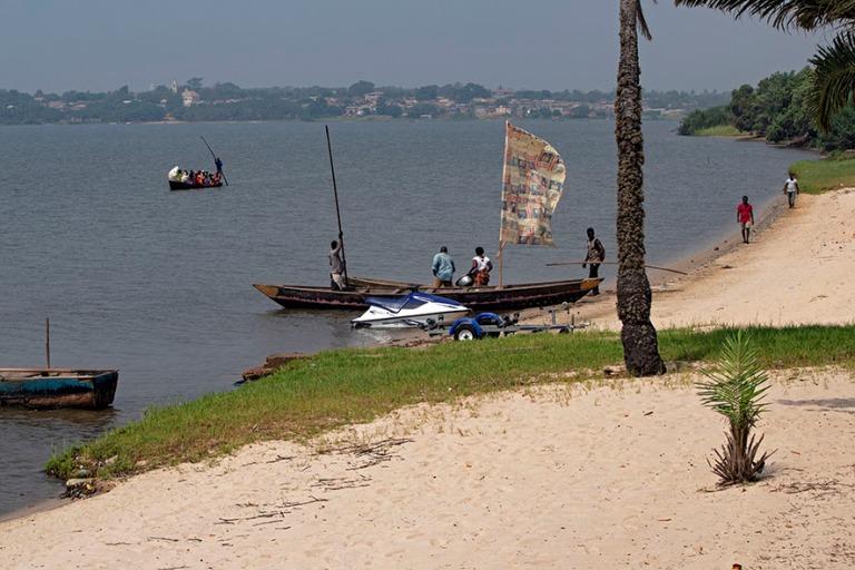 TG_190109 Togo_0286 Perinteisiä veneitä Togojärvellä
