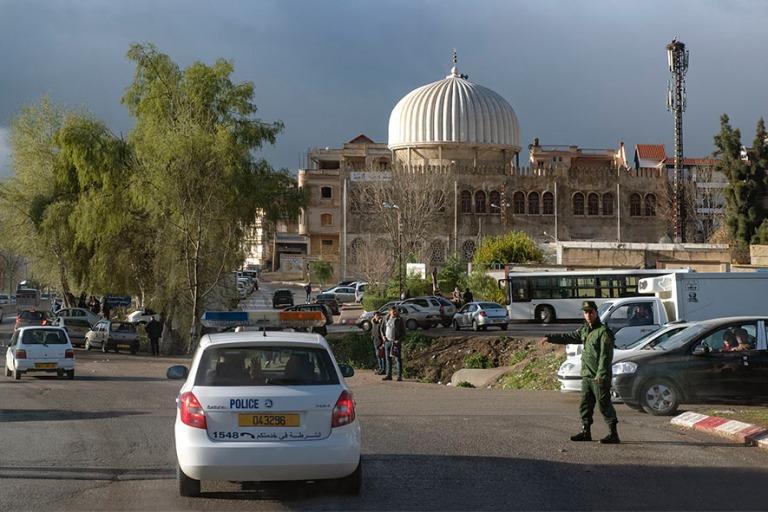 DZ_190314 Algeria_0041 Poliisisaattueessa ulos Constantinesta