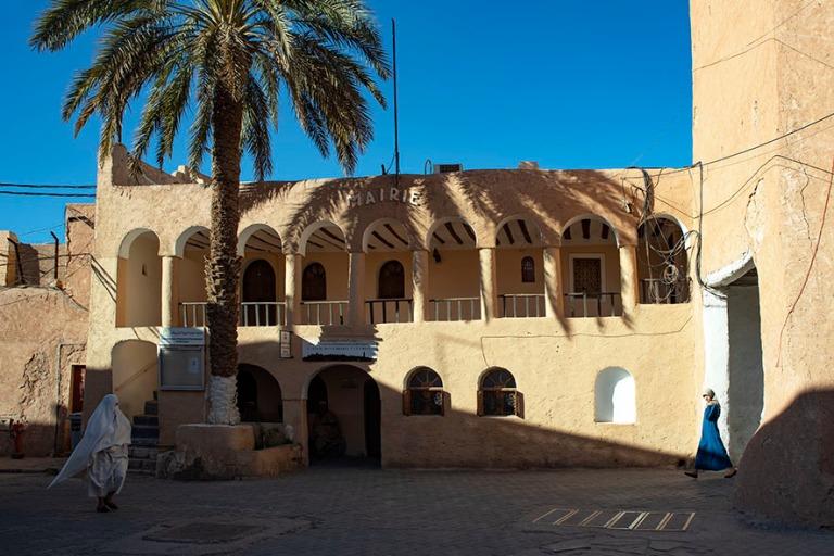 DZ_190316 Algeria_0481 Beni Isguenin Mairie ja pääportti M'z