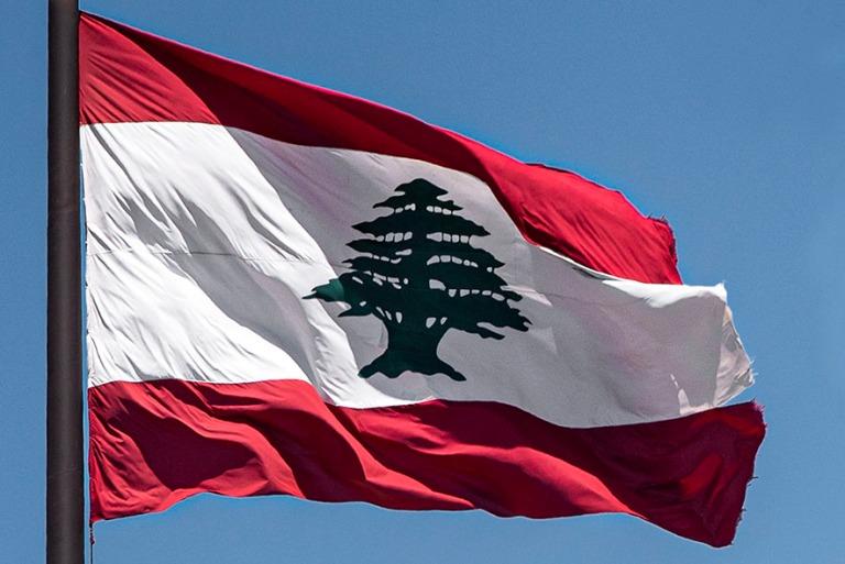 LB_190503 Libanon_0094 Maan lippu Beirutissa