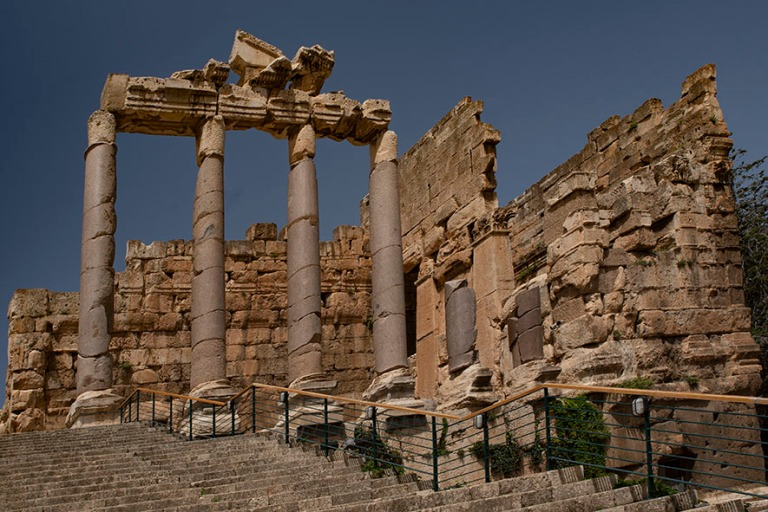 LB_190506 Libanon_0197 Baalbekin propylaian neljä säilynyttä