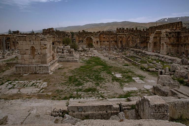LB_190506 Libanon_0231 Baalbekin suuri piha Bekaan laaksossa