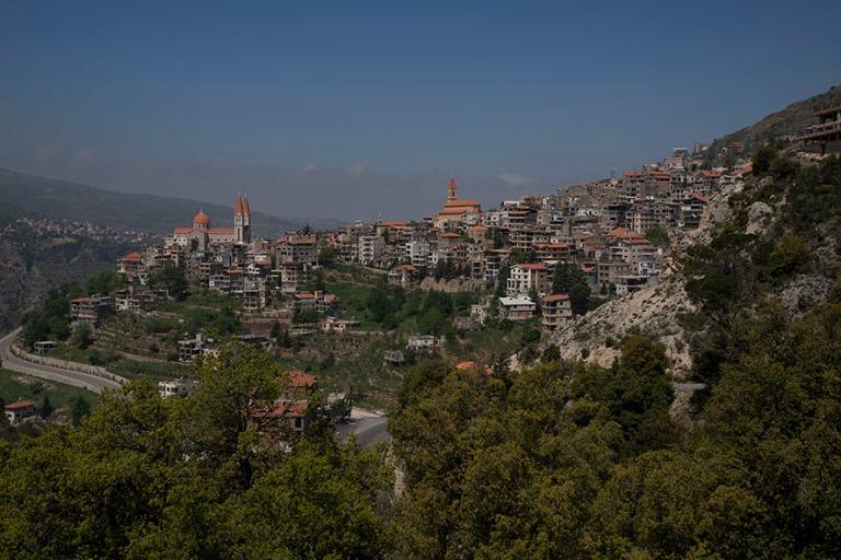 LB_190507 Libanon_0190 Bcharrén kaupunkia Gibran-museolta Qadis