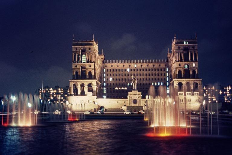 AZ026536 Azerbaidzan (Neuvostoliitto) Bakun hallintorakennus 198
