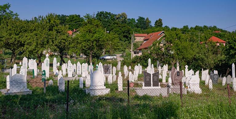 BA_190626 Bosnia-Hertsegovina_0044 Hautausmaa Tuzlan esikaupungi