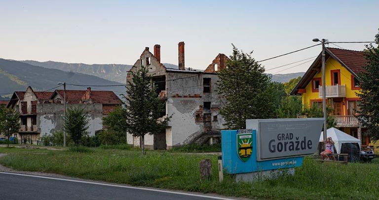 BA_190627 Bosnia-Hertsegovina_0186 Sodan tuhoamia taloja Goražd