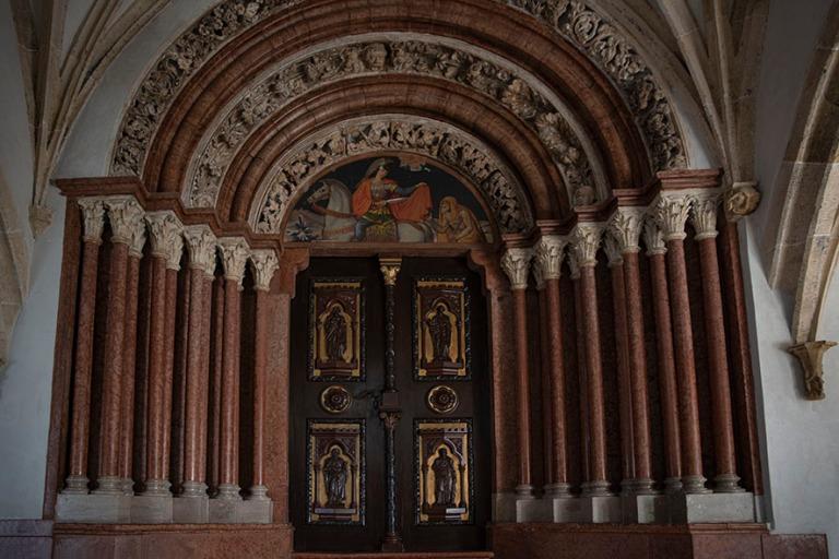 HU_190624 Unkari_0051 Pannonhalman benediktiiniluostarin Porta s