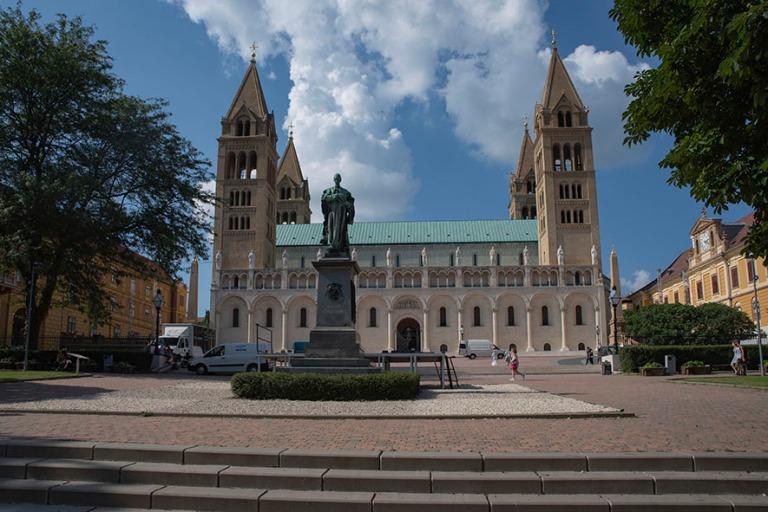 HU_190625 Unkari_0130 Pécsin Pietarin ja Paavalin katedraali