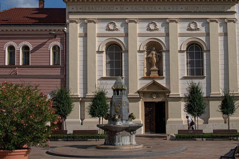 HU_190625 Unkari_0208 Pécsin Pyhän Sebastianin kirkko ja Zsoln