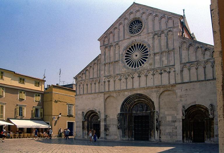 HR326804 Kroatia Zadarin Pyhän Anastasian katedraali 1998