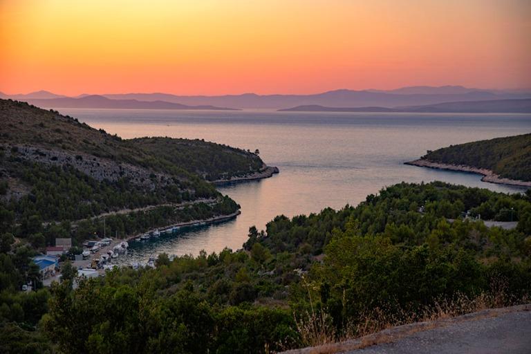 HR_190629 Kroatia_0300 Läntistä Hvarin saarta auringonlaskun a
