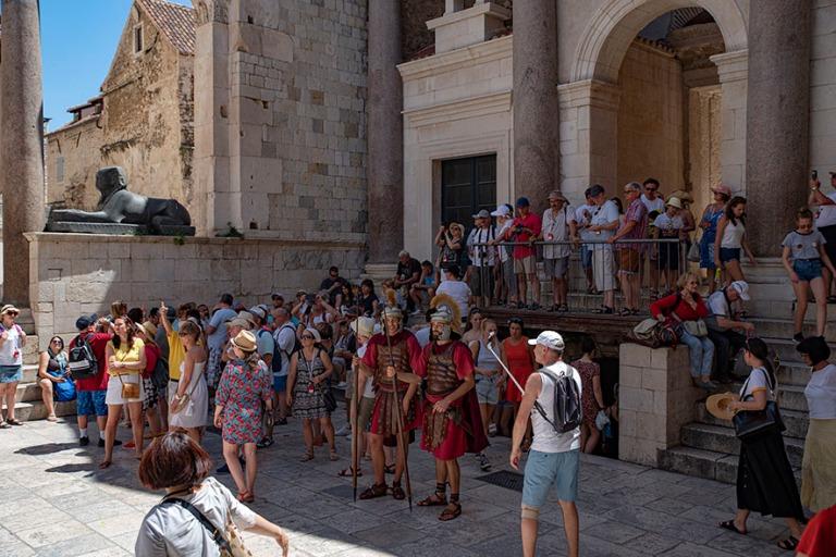 HR_190630 Kroatia_0129 Splitin Diocletianuksen palatsin Peristil