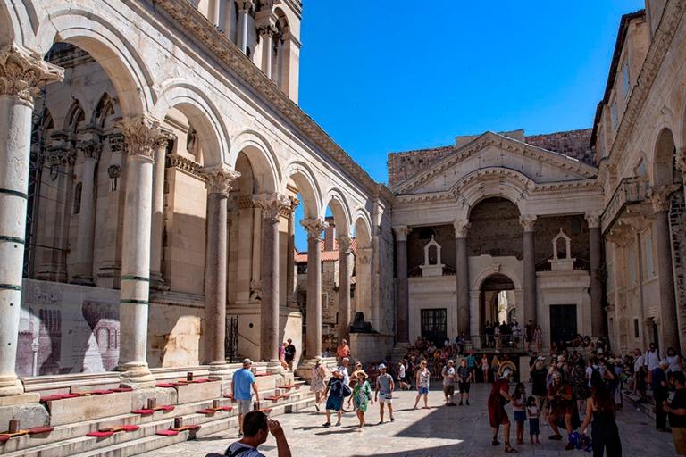 HR_190630 Kroatia_0192 Splitin Diocletianoksen palatsin Peristyl