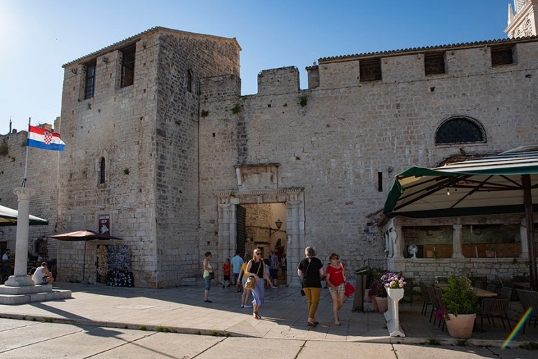 HR_190630 Kroatia_0301 Trogirin eteläinen kaupunginportti Dalma
