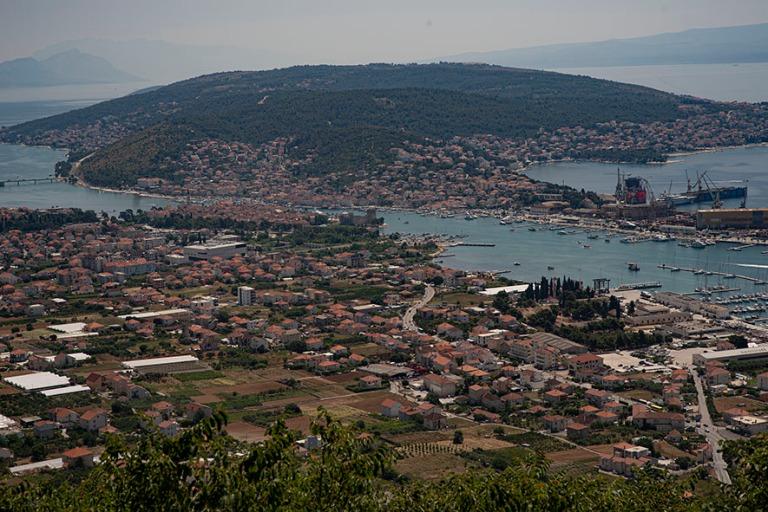 HR_190701 Kroatia_0024 Adrianmeren maisemaa Trogiriin rantatie 8