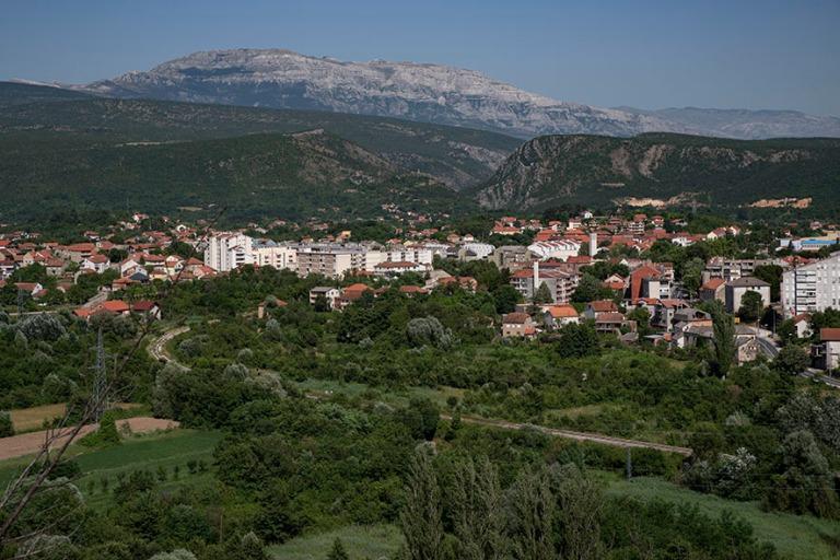 HR_190701 Kroatia_0162 Panoraamaa Kninin kaupunkiin ja vuorille