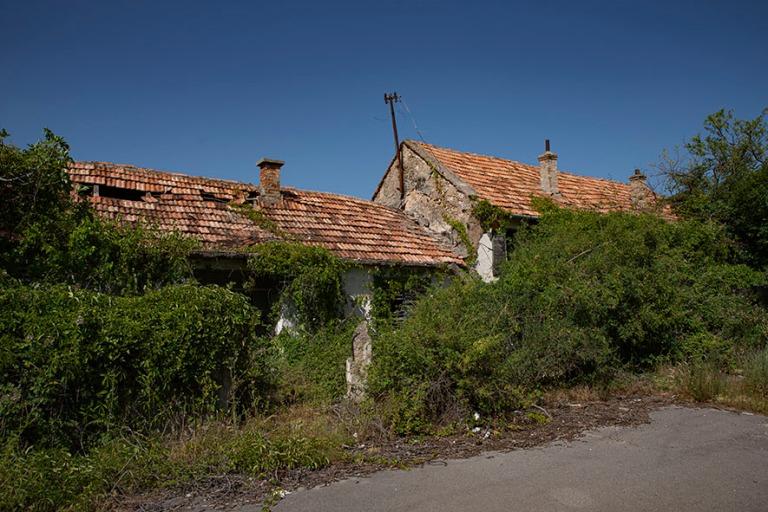 HR_190701 Kroatia_0181 Kartalta poistettu entinen serbikylä Dal