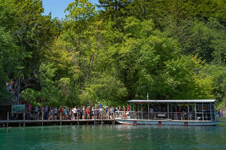 HR_190702 Kroatia_0026 Turistijono Plitvicen kansallispuiston ve