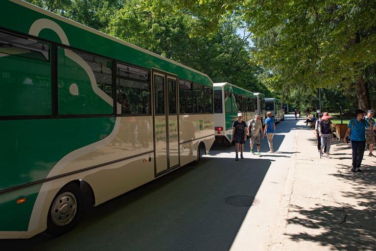 HR_190702 Kroatia_0281 Plitvicen kansallispuiston shuttlebusseja