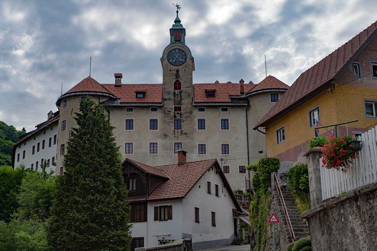 SI_190703 Slovenia_0218 Idrijan keskustaa Primorskan alueella