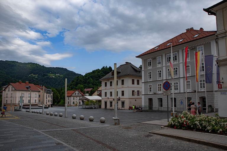 SI_190703 Slovenia_0239 Idrijan keskustan Mestni trg Primorskan