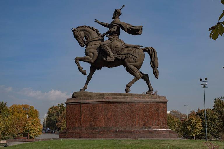 UZ_191031 Uzbekistan_0051 Timur Lenkin ratsastajapatsas Taškent