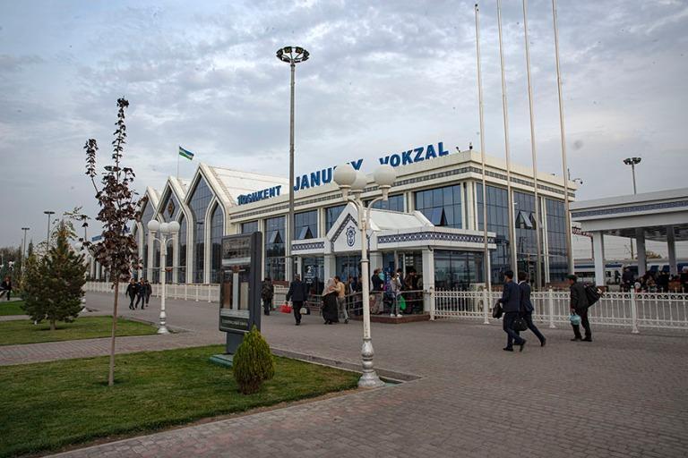 UZ_191031 Uzbekistan_0171 Taškentin eteläinen rautatieasema
