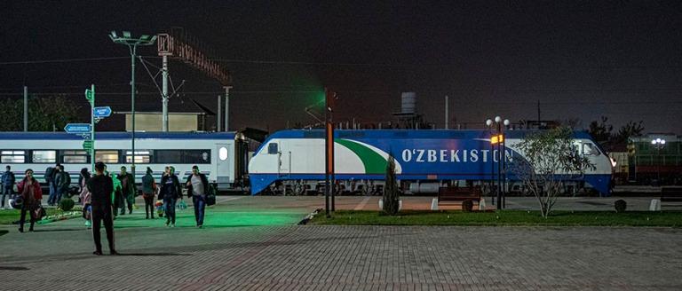 UZ_191031 Uzbekistan_0177 Andižanin rautatieasema Ferganan laak
